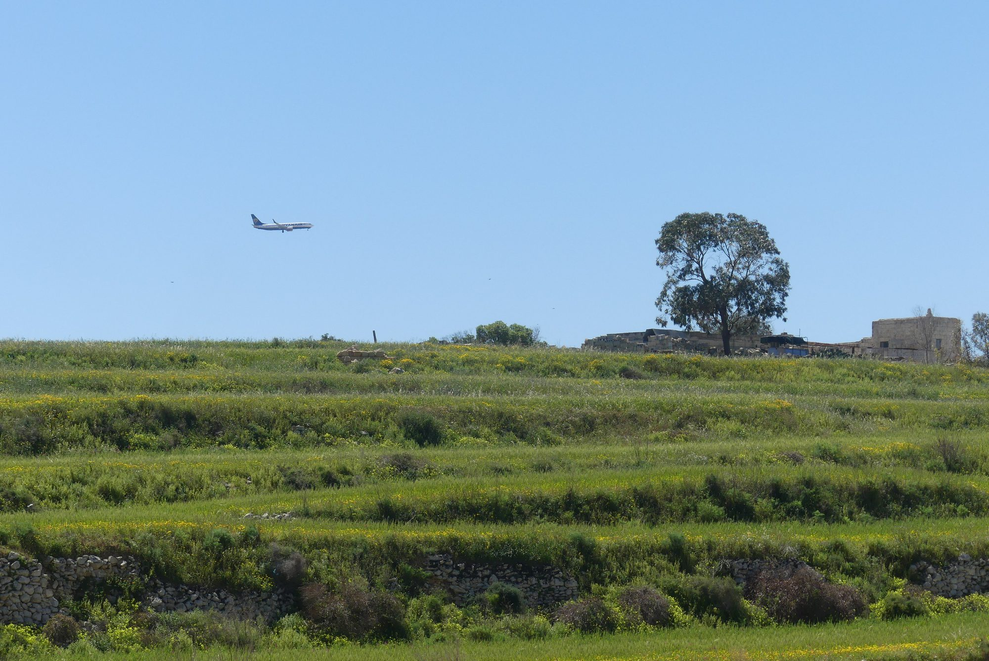 Flugzeug im Landeanflug auf Malta