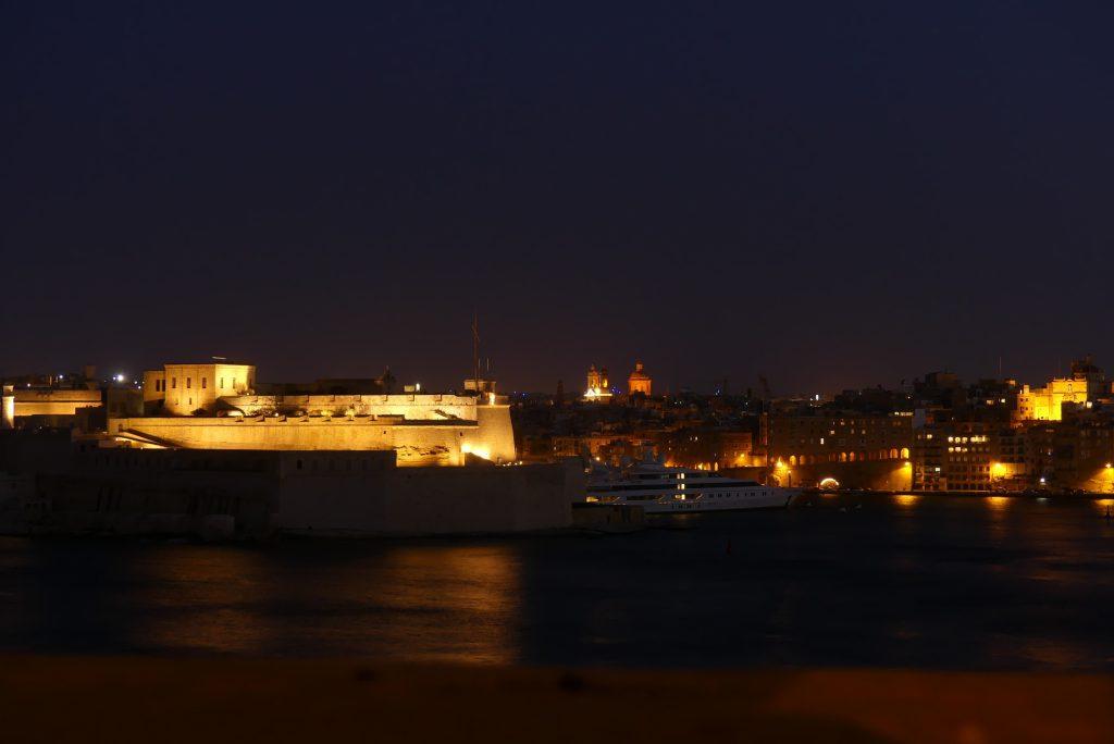 Blick auf the Three Cities Abends Malta