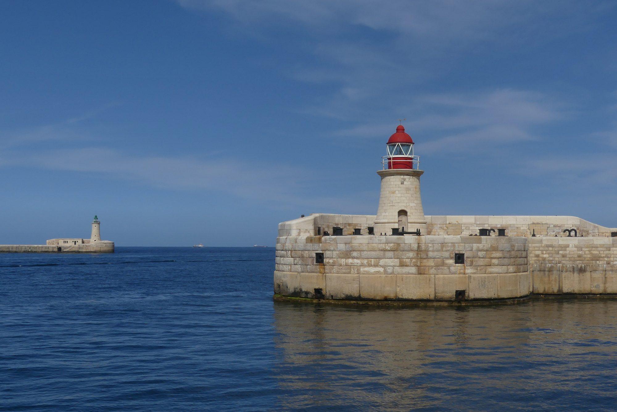 Leuchttürme bei der Hafeneinfahrt in den Grand Harbour Valletta Malta