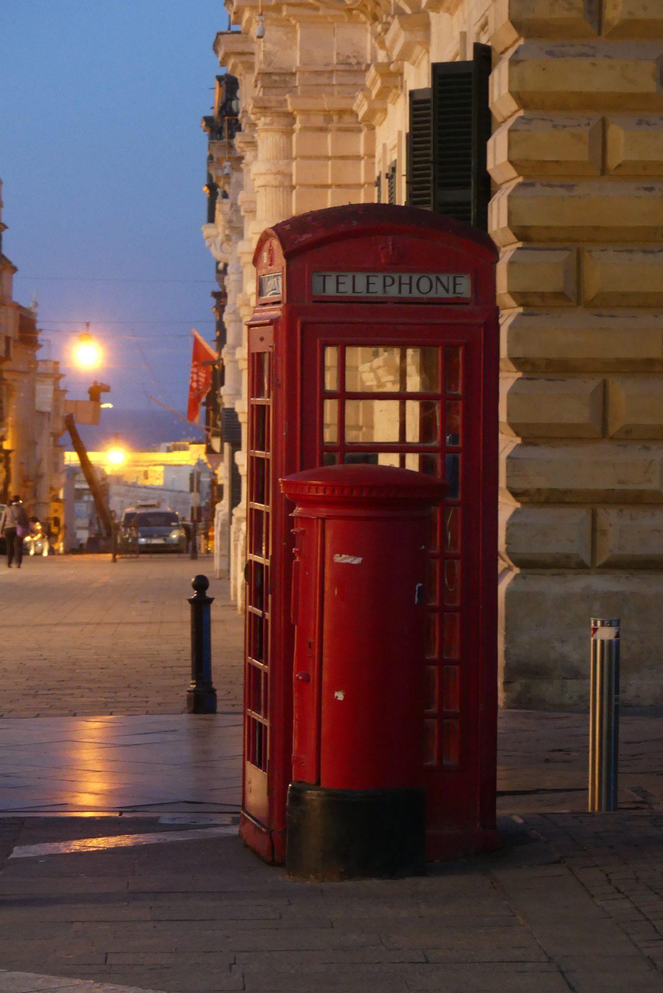 Telefonzelle in der Republic Street in Valletta Malta