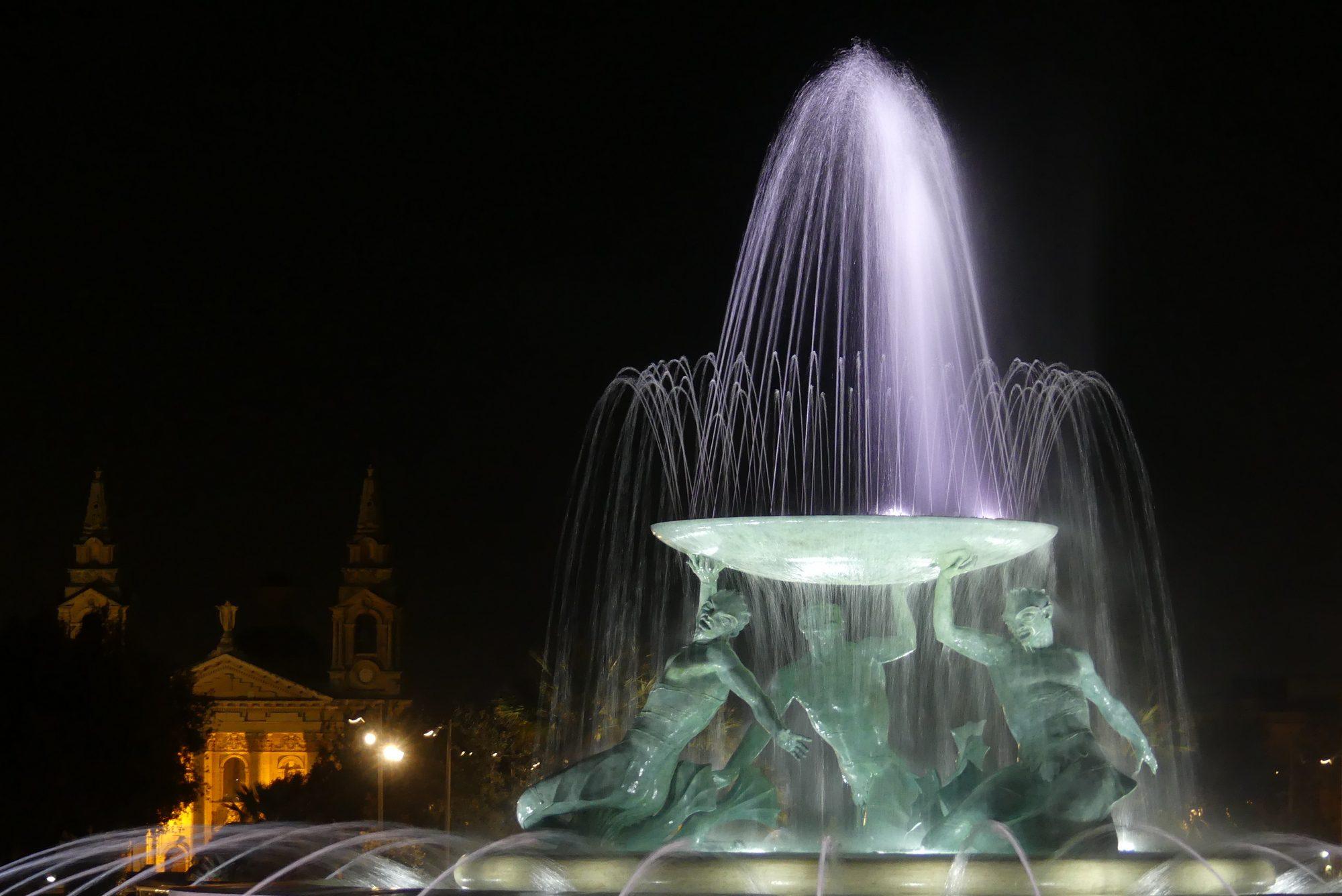 Brunnen auf dem Vorplatz von Valletta Malta