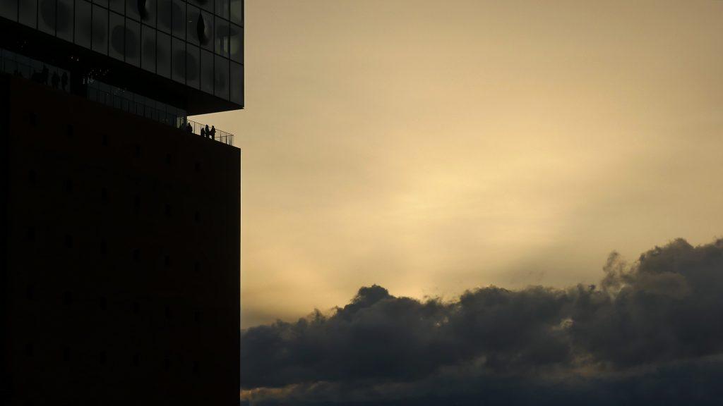 Hamburg Elbphilharmonie im Sonnenuntergang