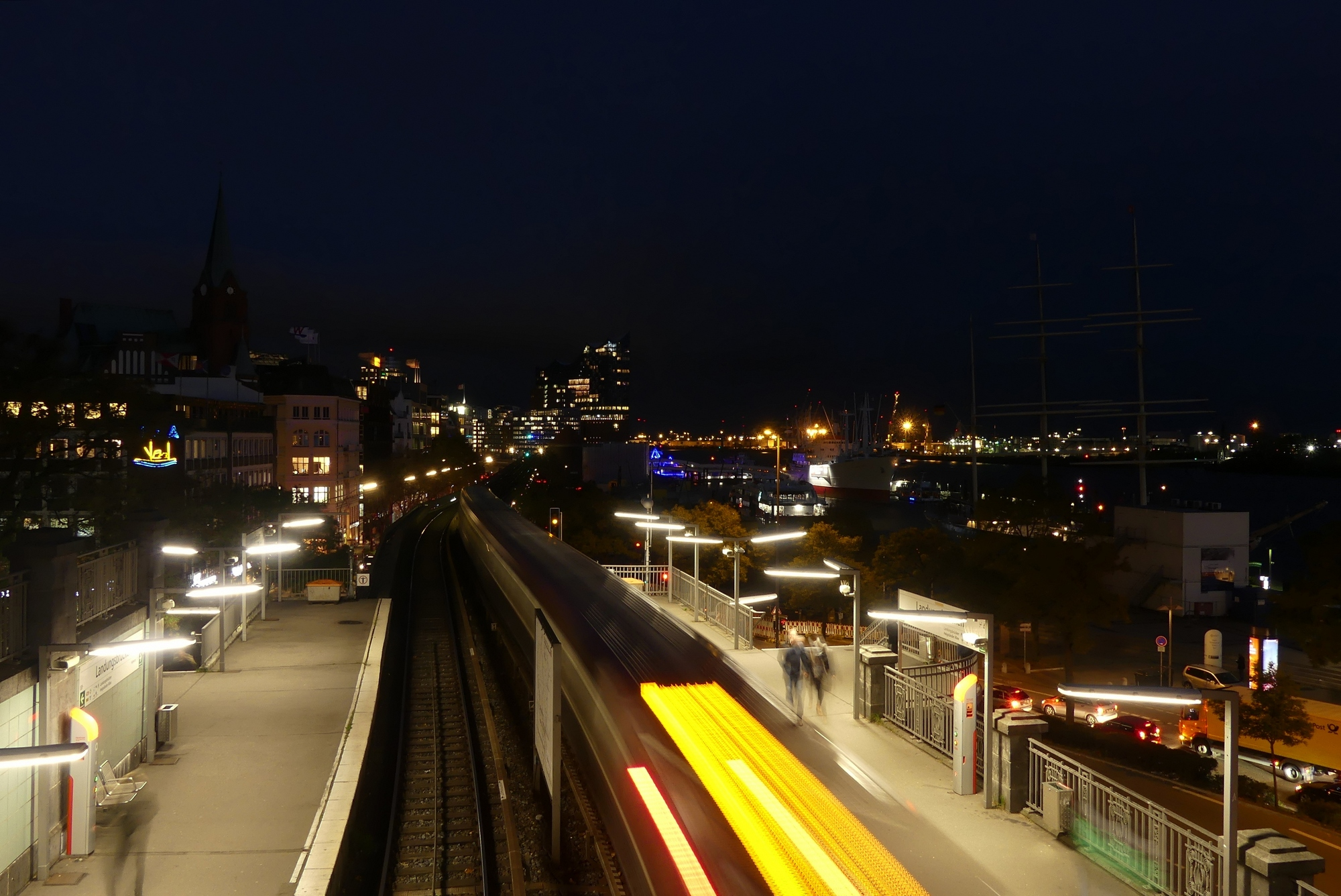Hamburg U-Bahn Landungsbrücken Abends