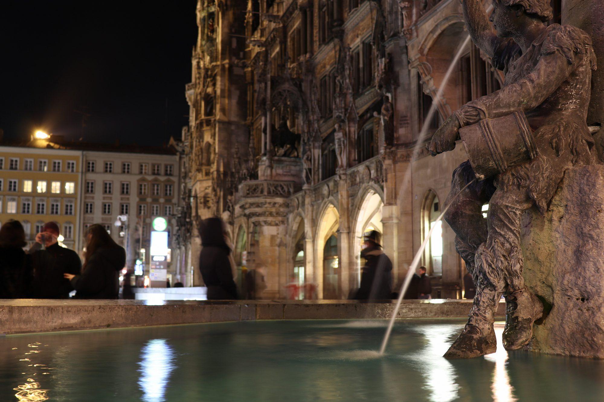 Fischbrunnen am Marienplatz in München