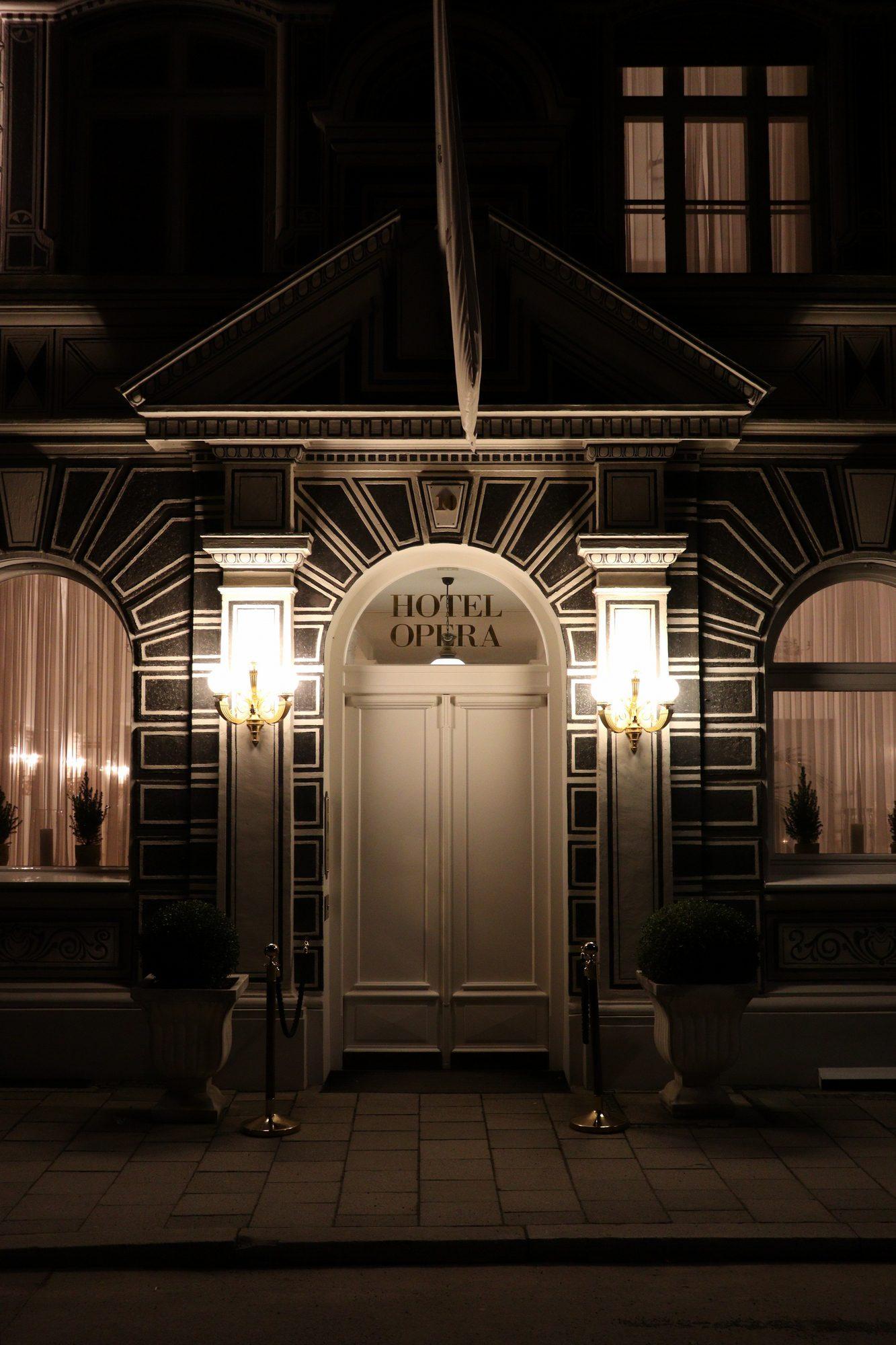 Fassade des Hotel Opera im Lehel in München