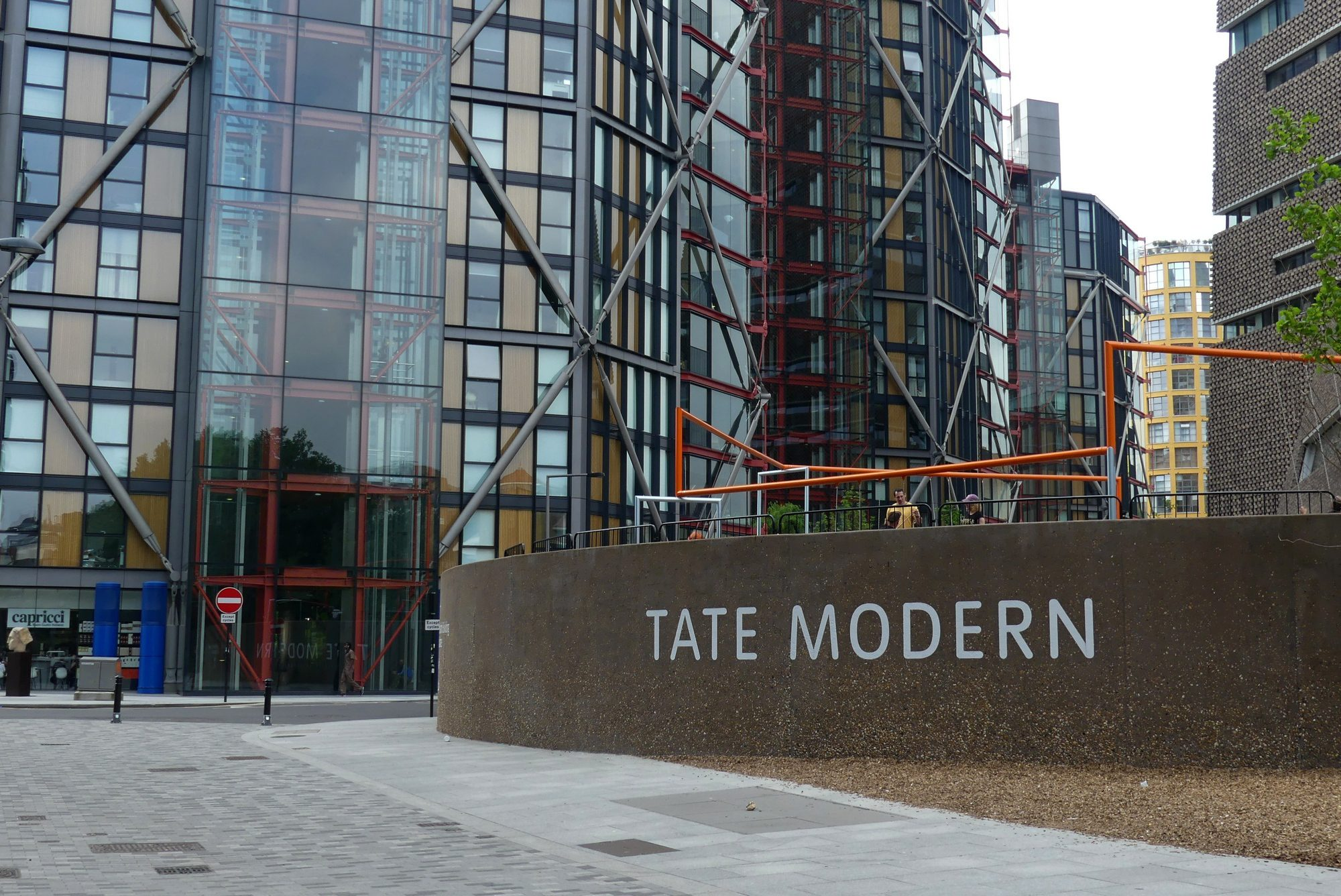 Platz an der Tate Modern in London