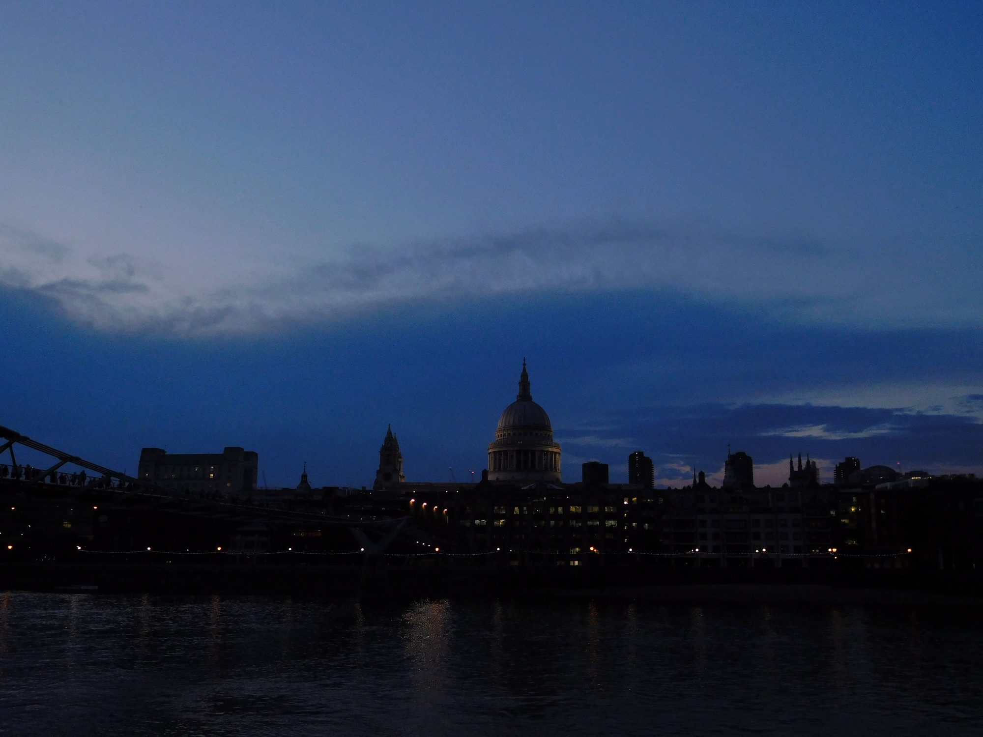 Die St. Pauls Cathedral am Abend in London
