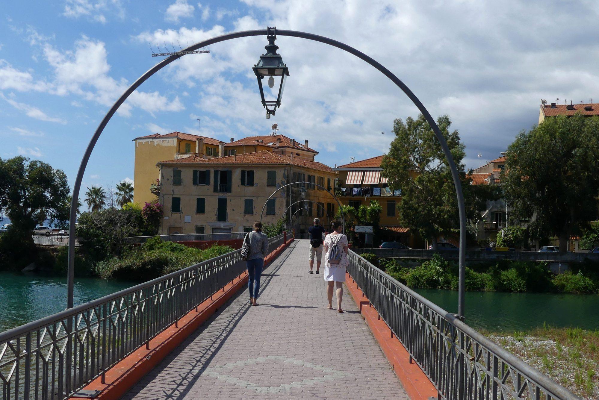 Brücke über den Fluss Roia in Ventimiglia