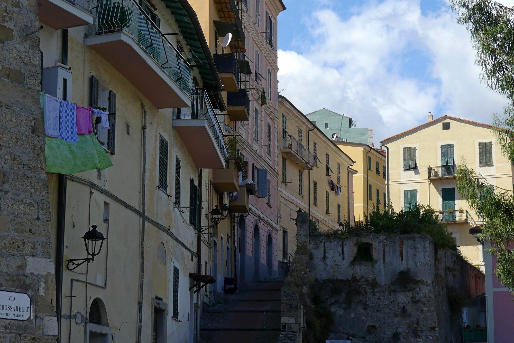 Treppe in die Altstadt von Ventimiglia