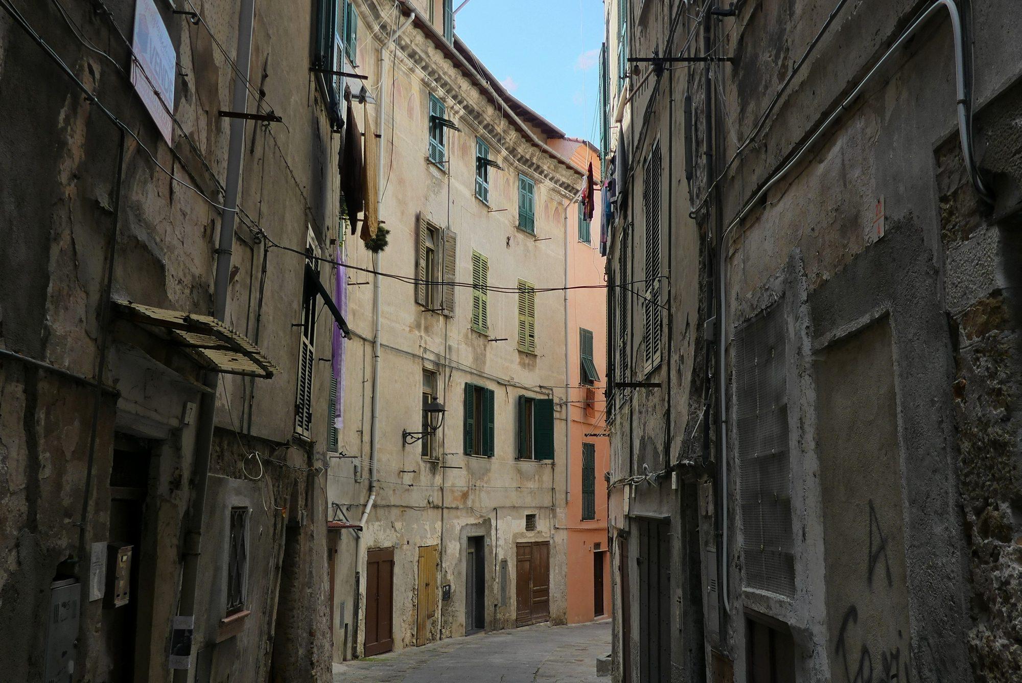Gasse in der Altstadt von Ventimiglia Italien