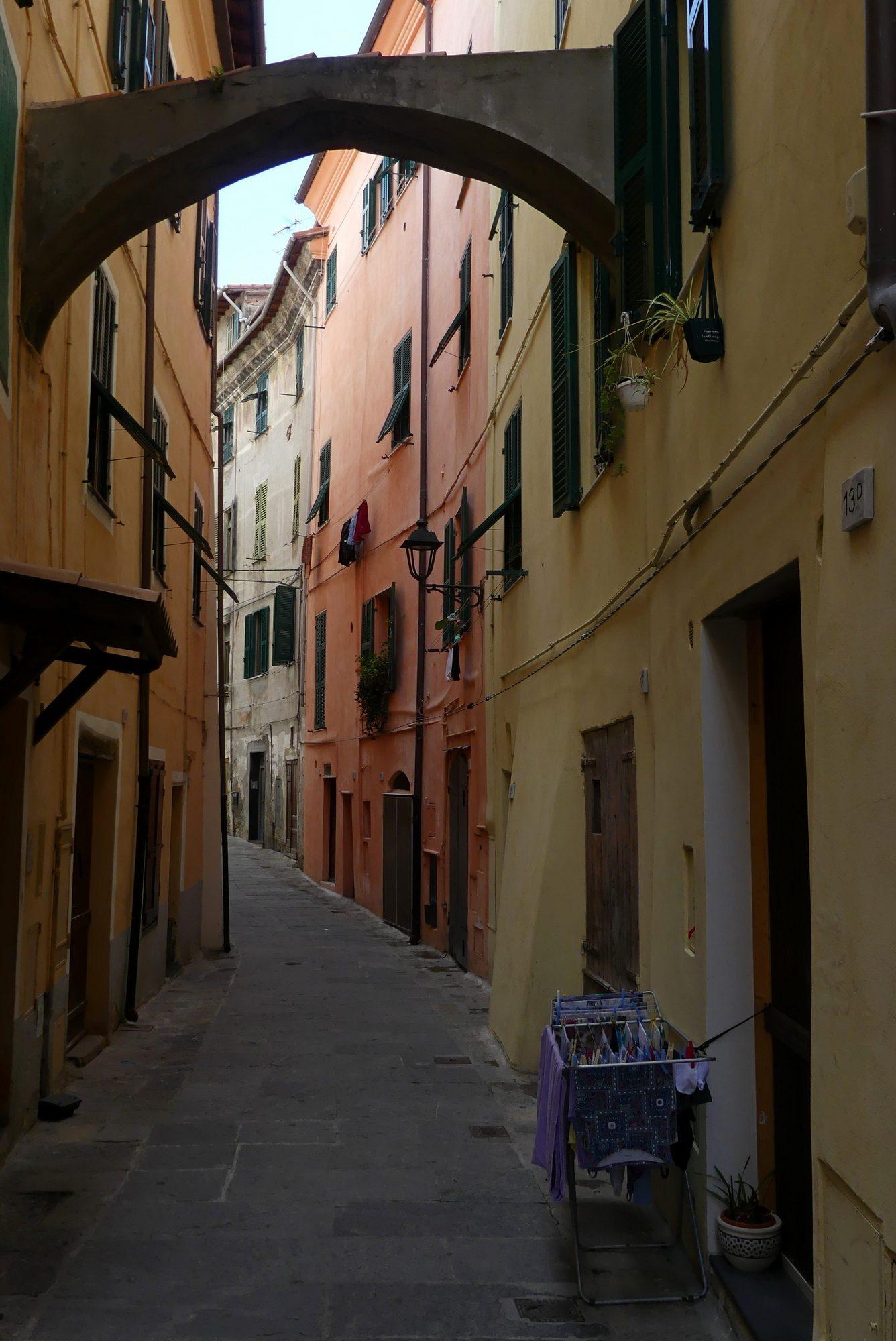 Gasse in der Altstadt von Ventimiglia
