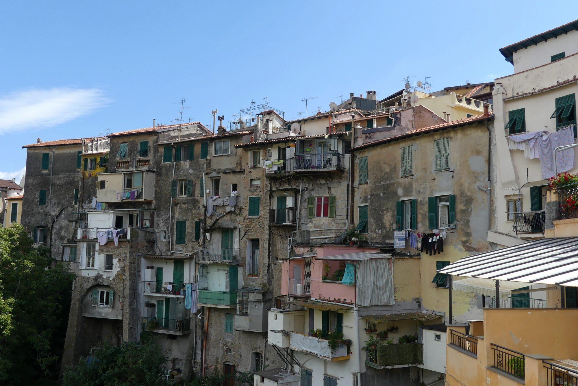 Blick auf die Altstadt von Ventimigila Italien