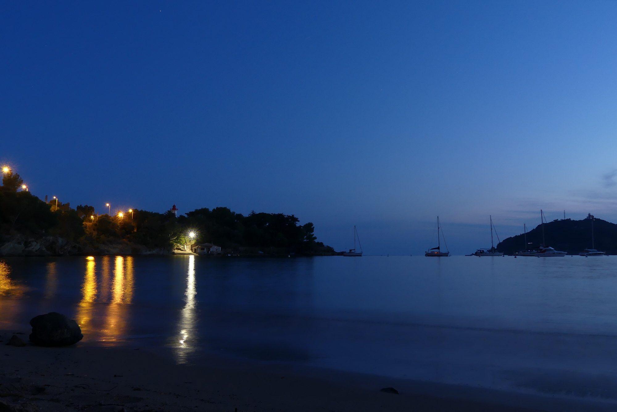 Blaue Stunde in der Bucht von Agay Cote d'Azur