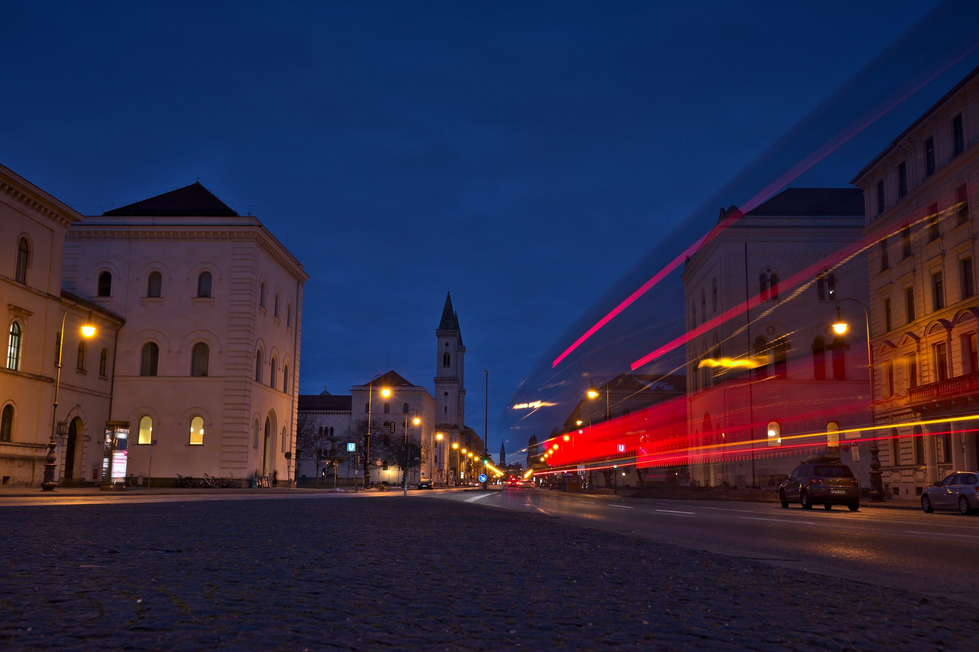 München Ludwigstraße Blaue Stunde RAW