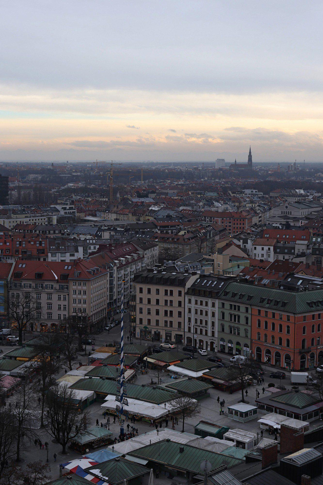 Blick vom Alten Peter auf den Viktualienmarkt und München