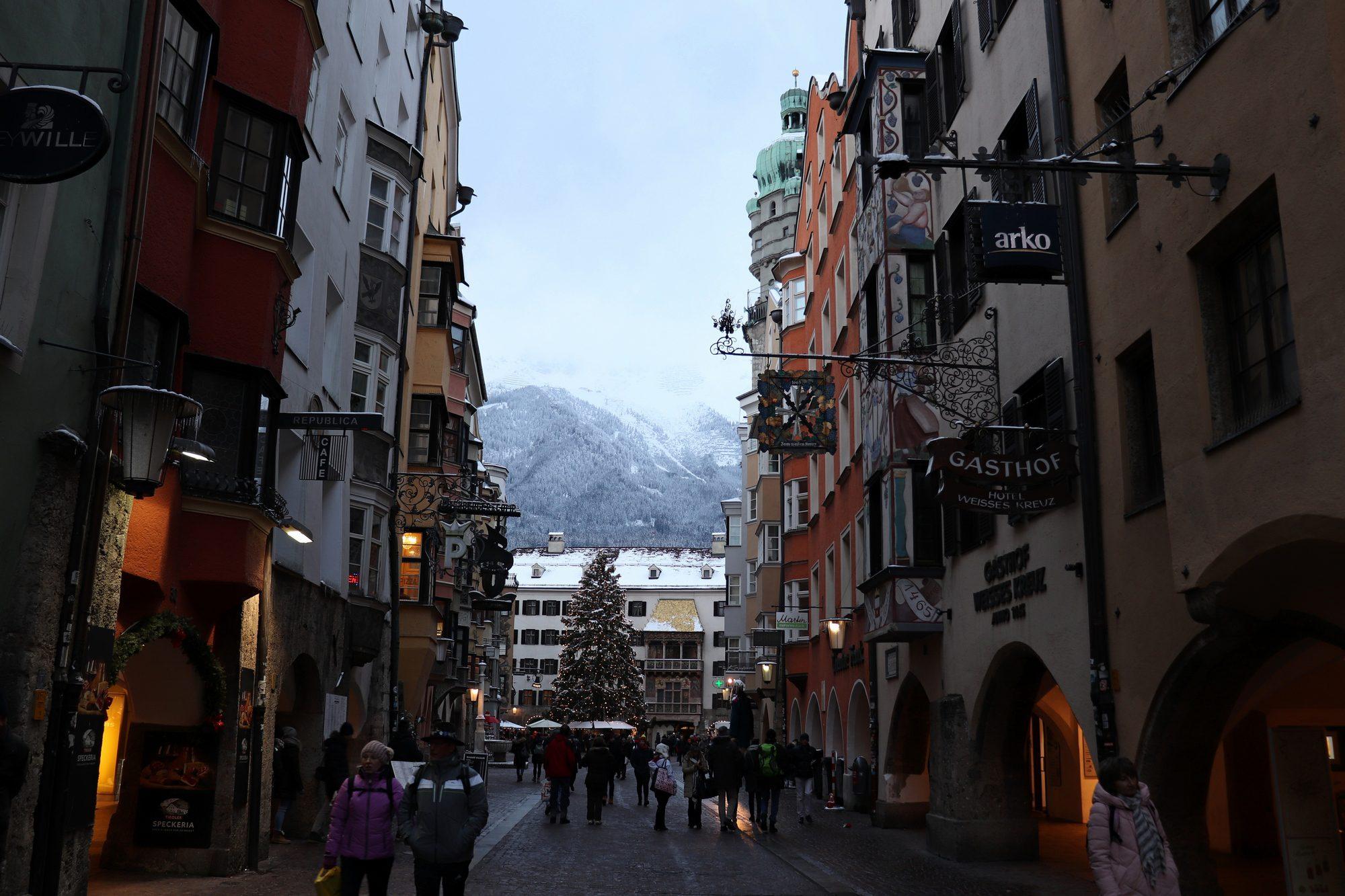 Blick auf das Goldene Dacherl in Innsbruck