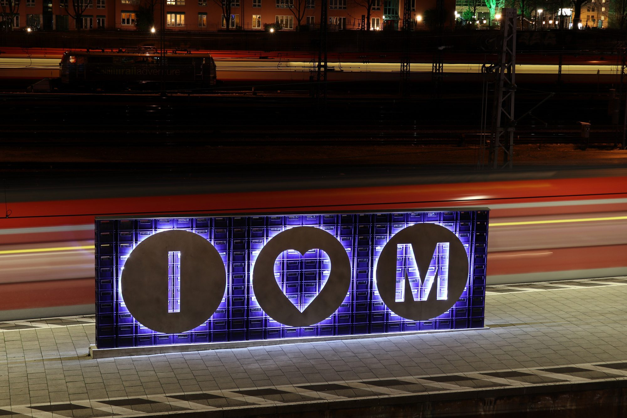 I love Munich-Schild an der S-Bahn-Station Hackerbrücke in München