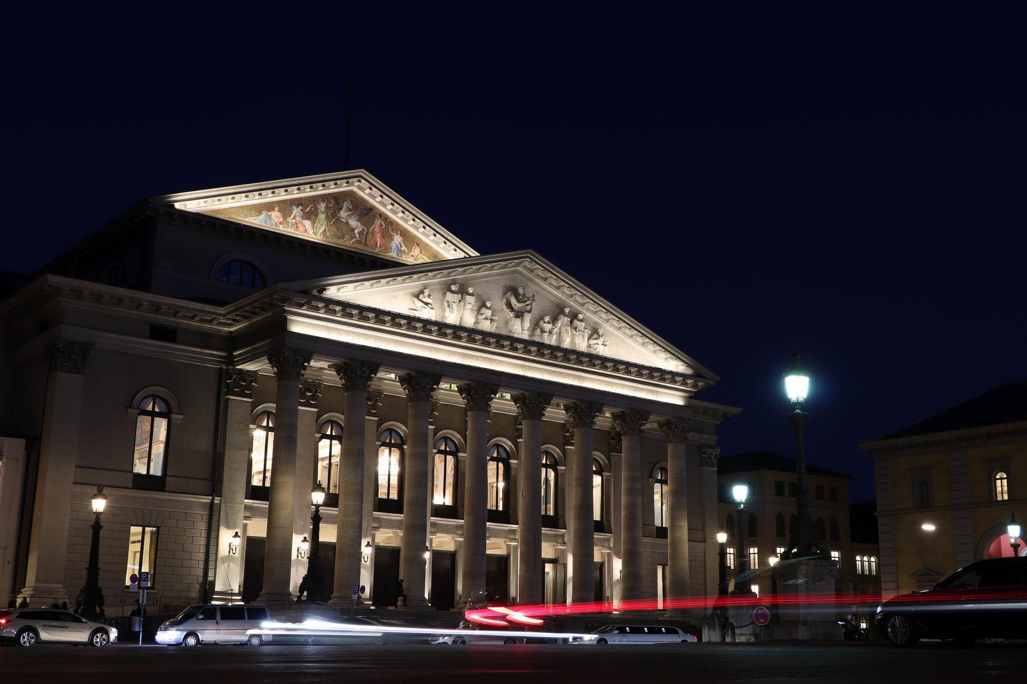 Die Münchner Oper zur blauen Stunde