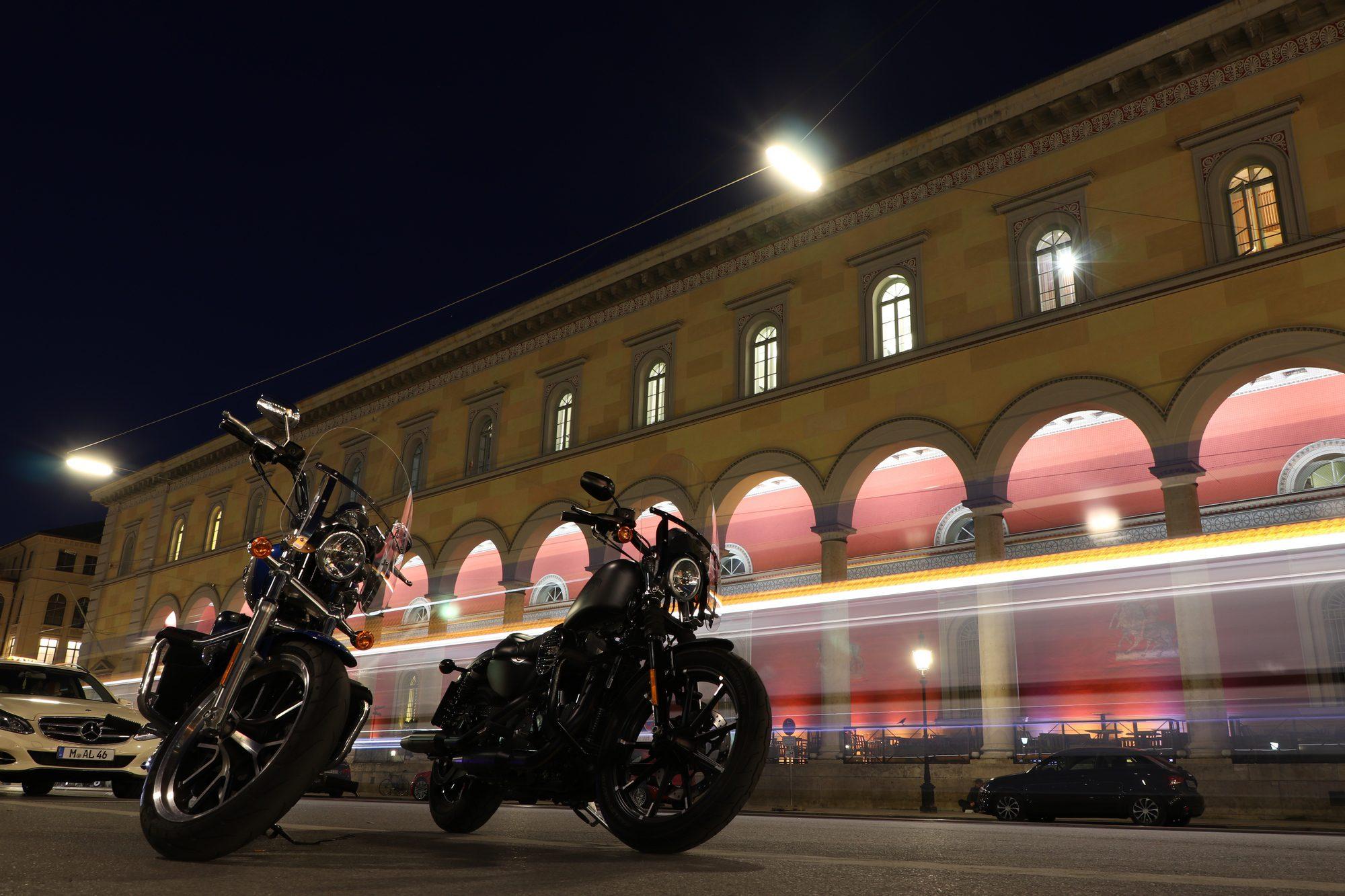 Langzeitbelichtung mit Straßenbahn am Max-Joseph-Platz in München