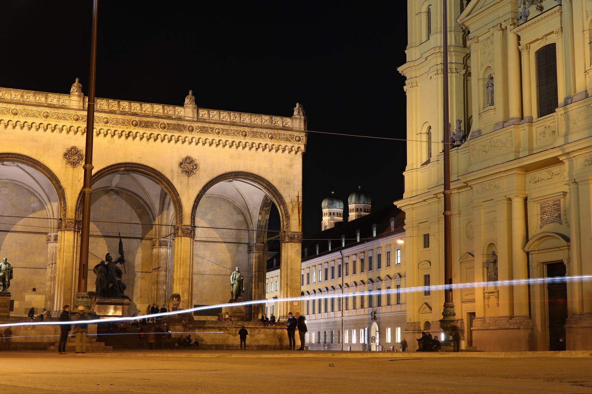 Der Odeonsplatz in München am Abend