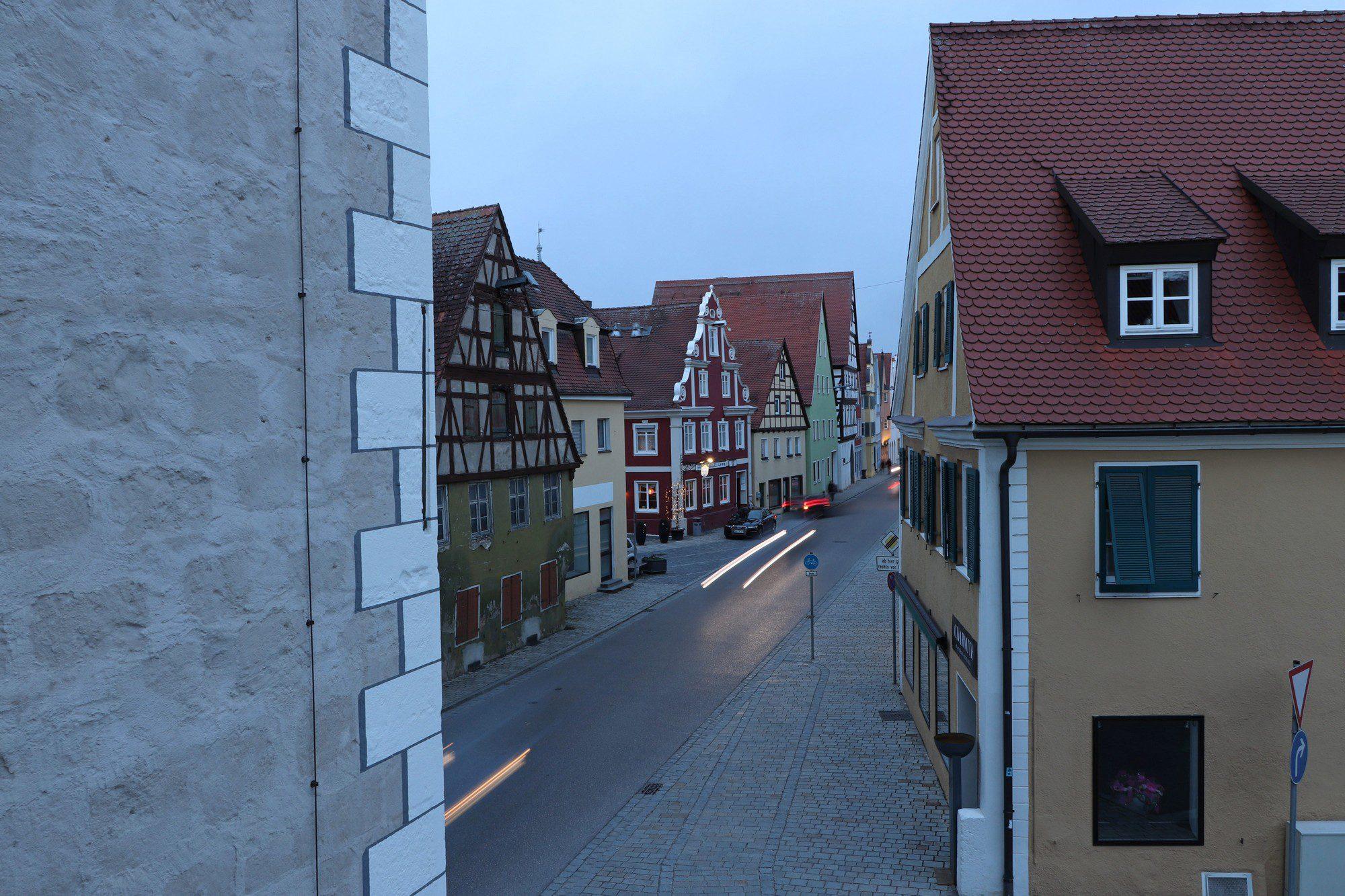 Langzeitbelichtung in der Altstadt von Nördlingen