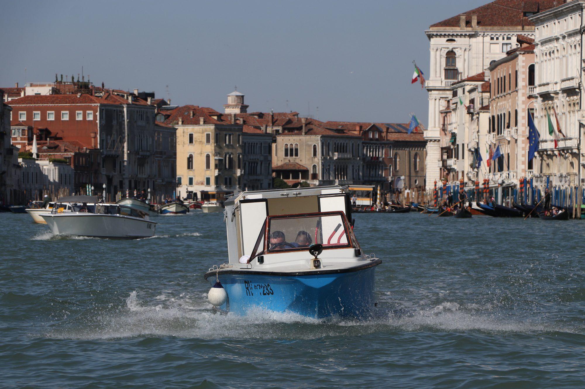 Boot auf dem Canale Grande in Venedig