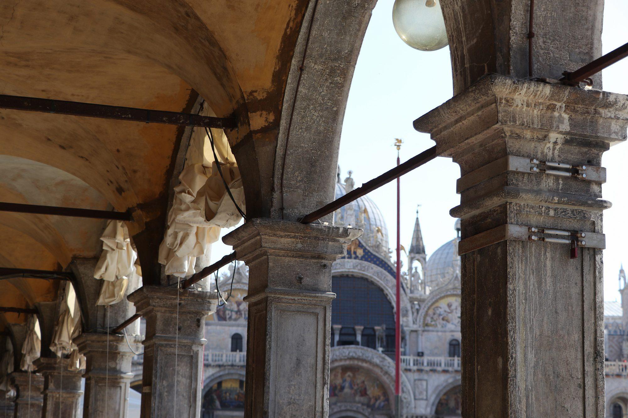 Arkadengänge am Markusplatz in Venedig