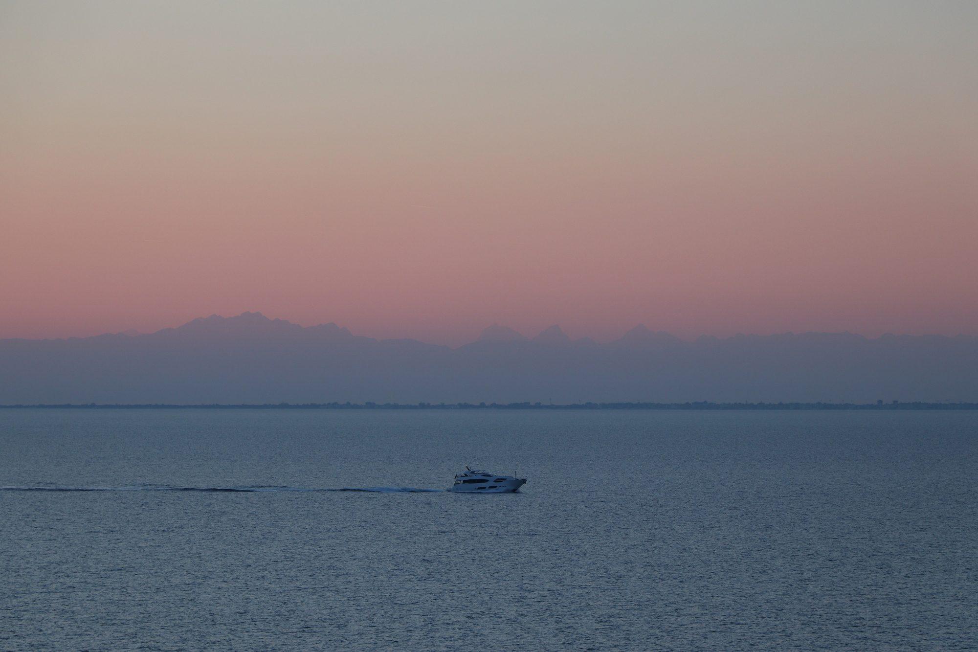 Sonnenuntergang auf hoher See