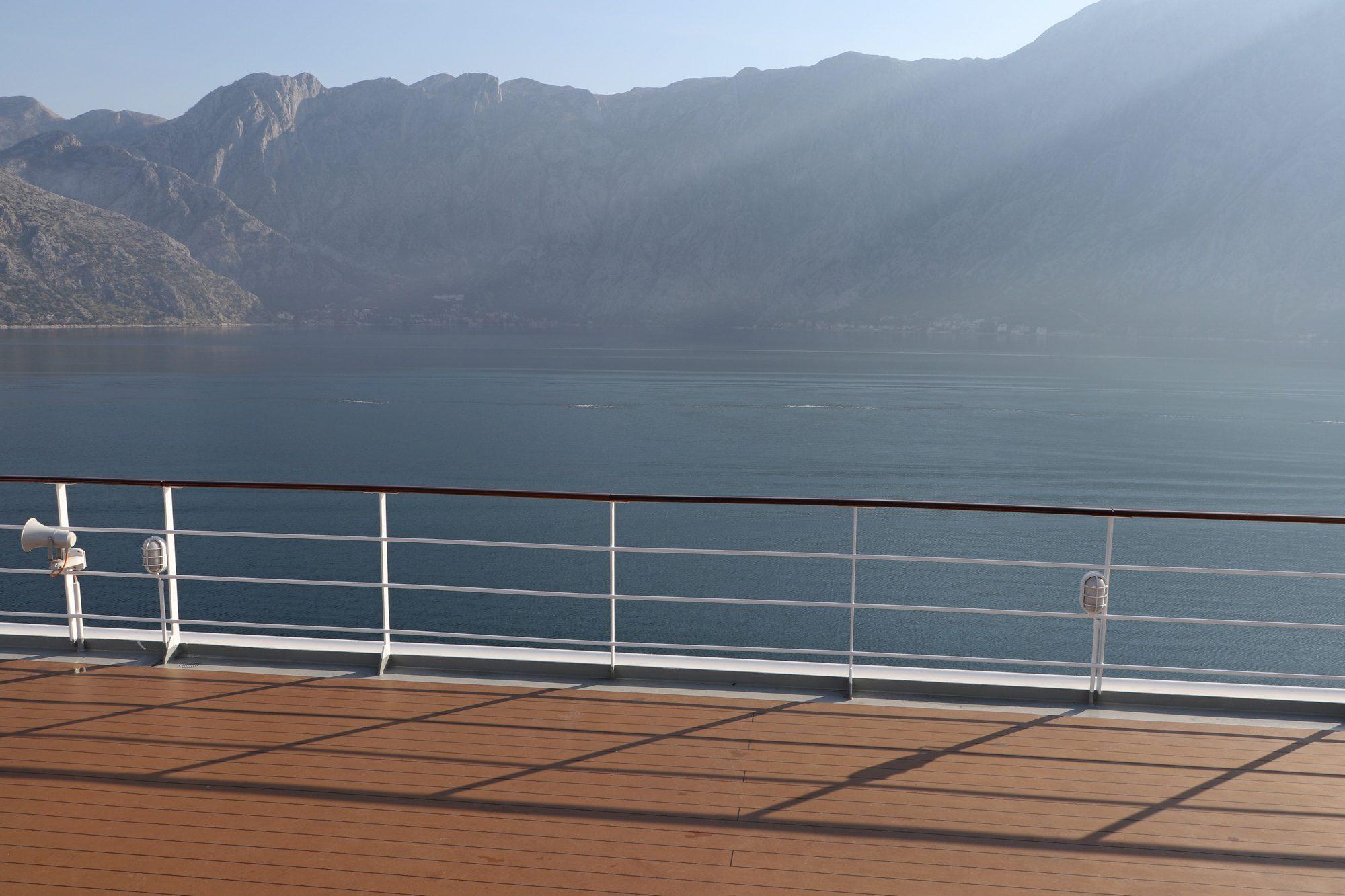 Einfahrt in die Bucht von Kotor in Montenegro