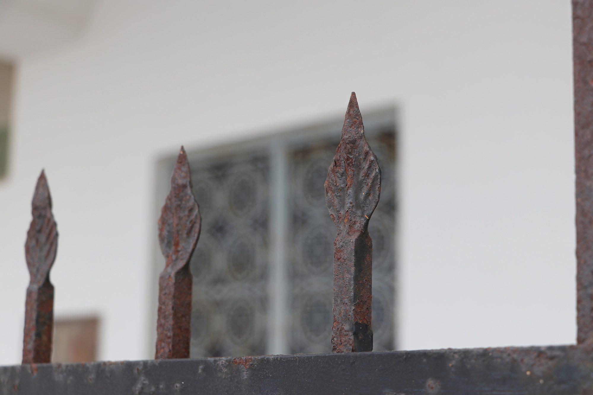 Details an einer Kirche in Fira auf Santorin