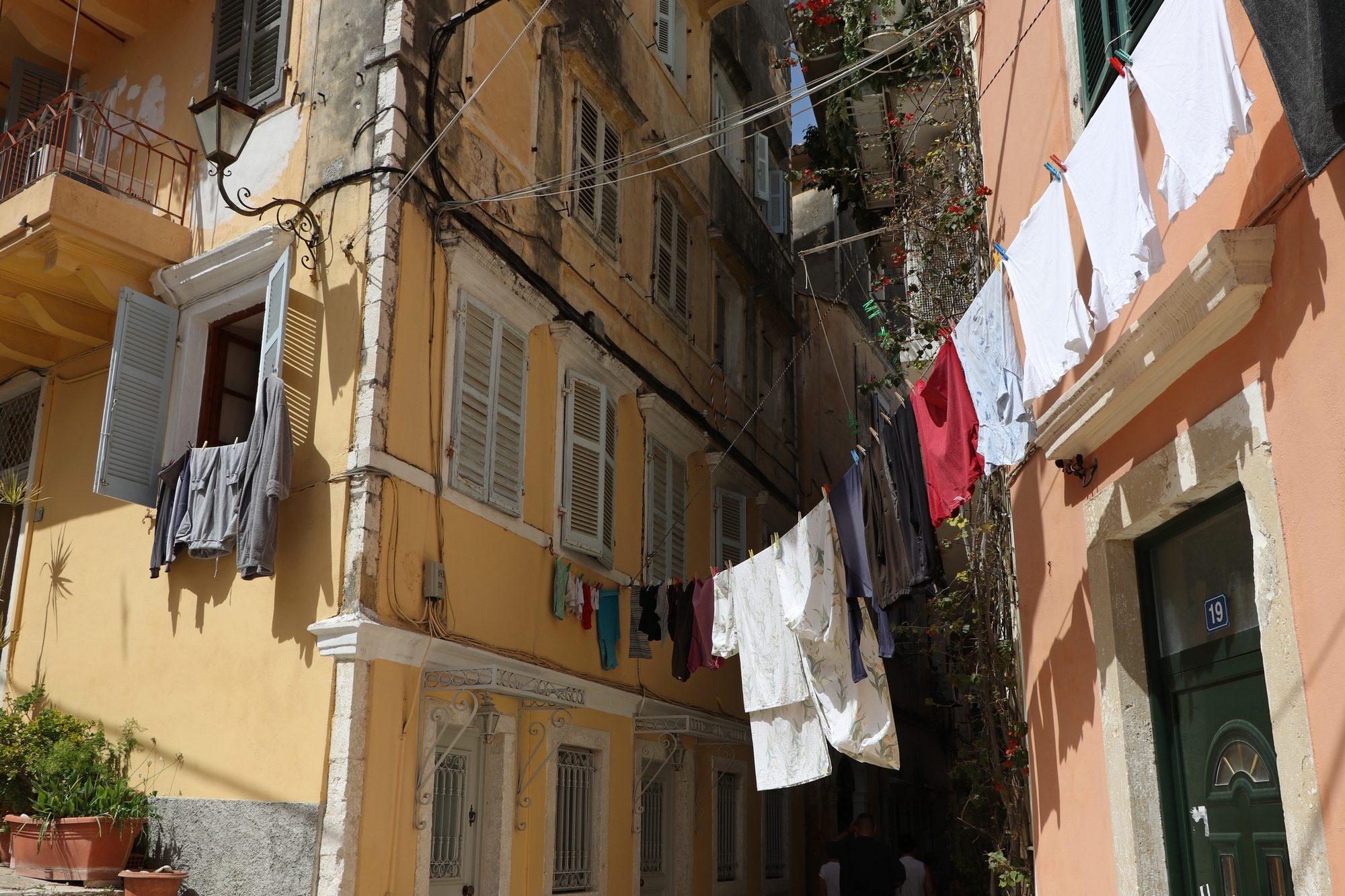 Gasse in der Altstadt von Korfu Stadt