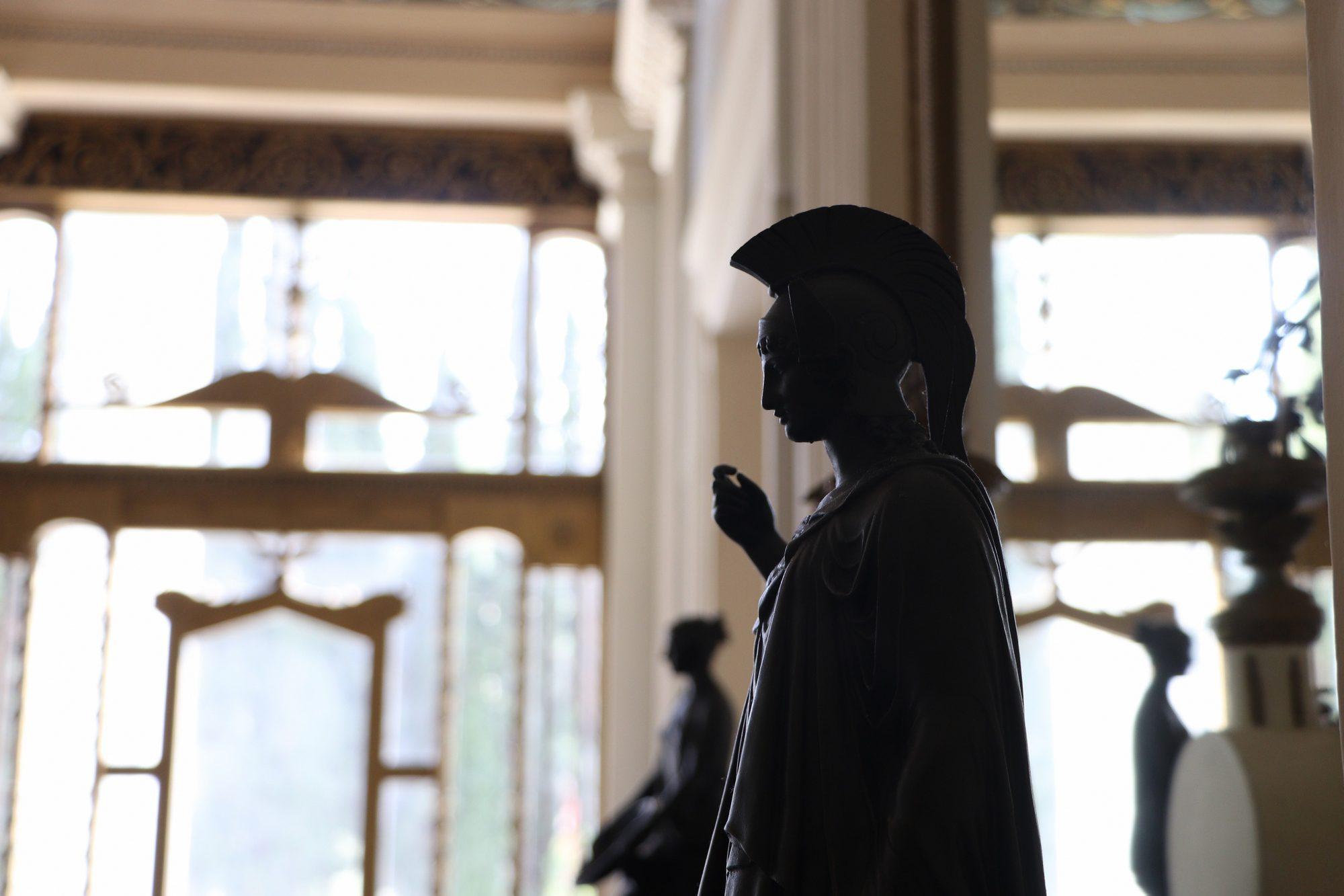 Statue im Achilleion Palast auf Korfu