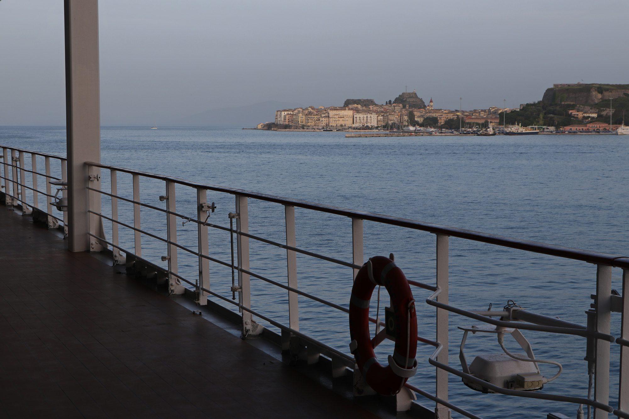 Blick auf Korfu Stadt von der MSC Opera