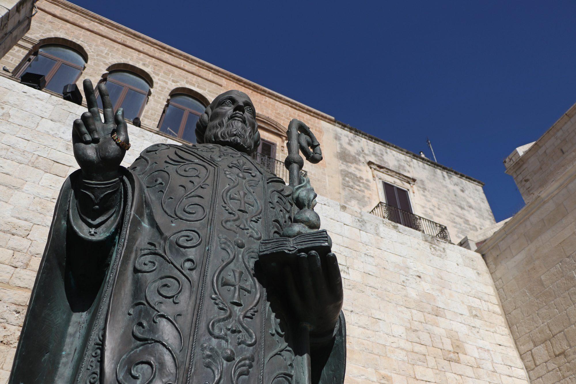 Statue des heiligen Nikolaus in der Altstadt von Bari