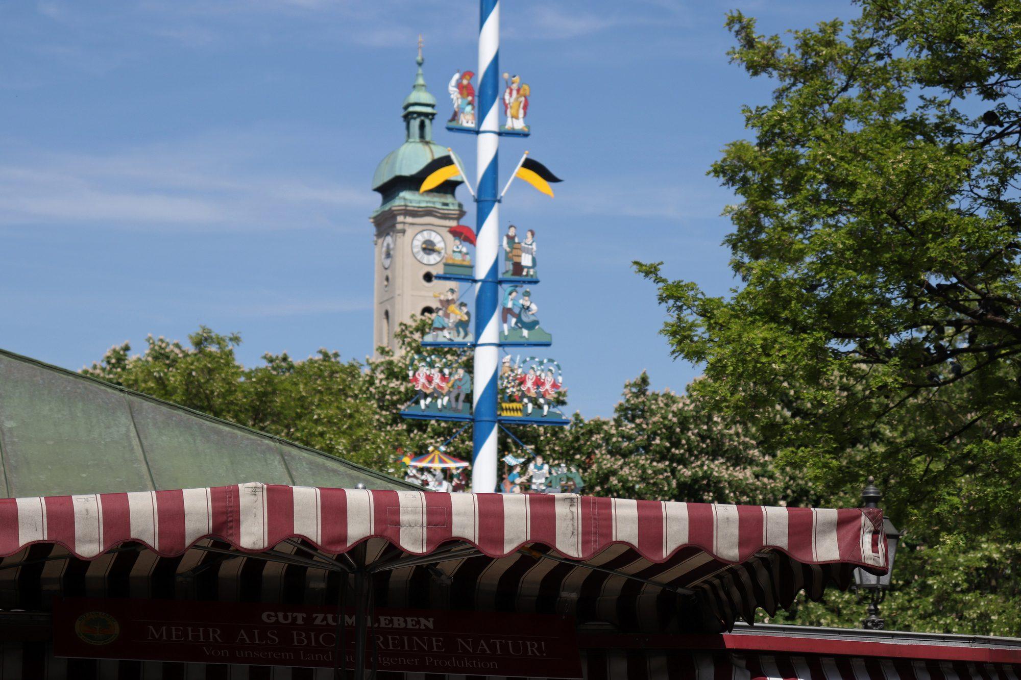 Der Viktualienmarkt in München und die Heilig-Geist-Kirche