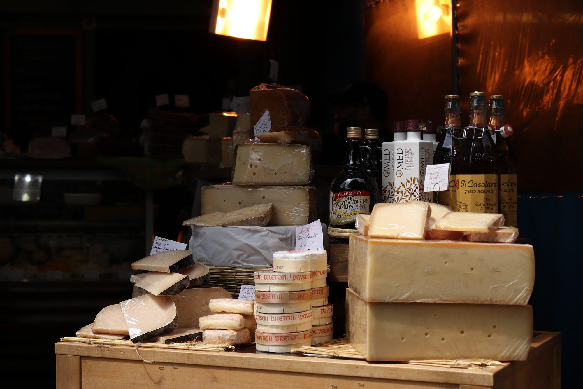 Käse auf dem Viktualienmarkt in München