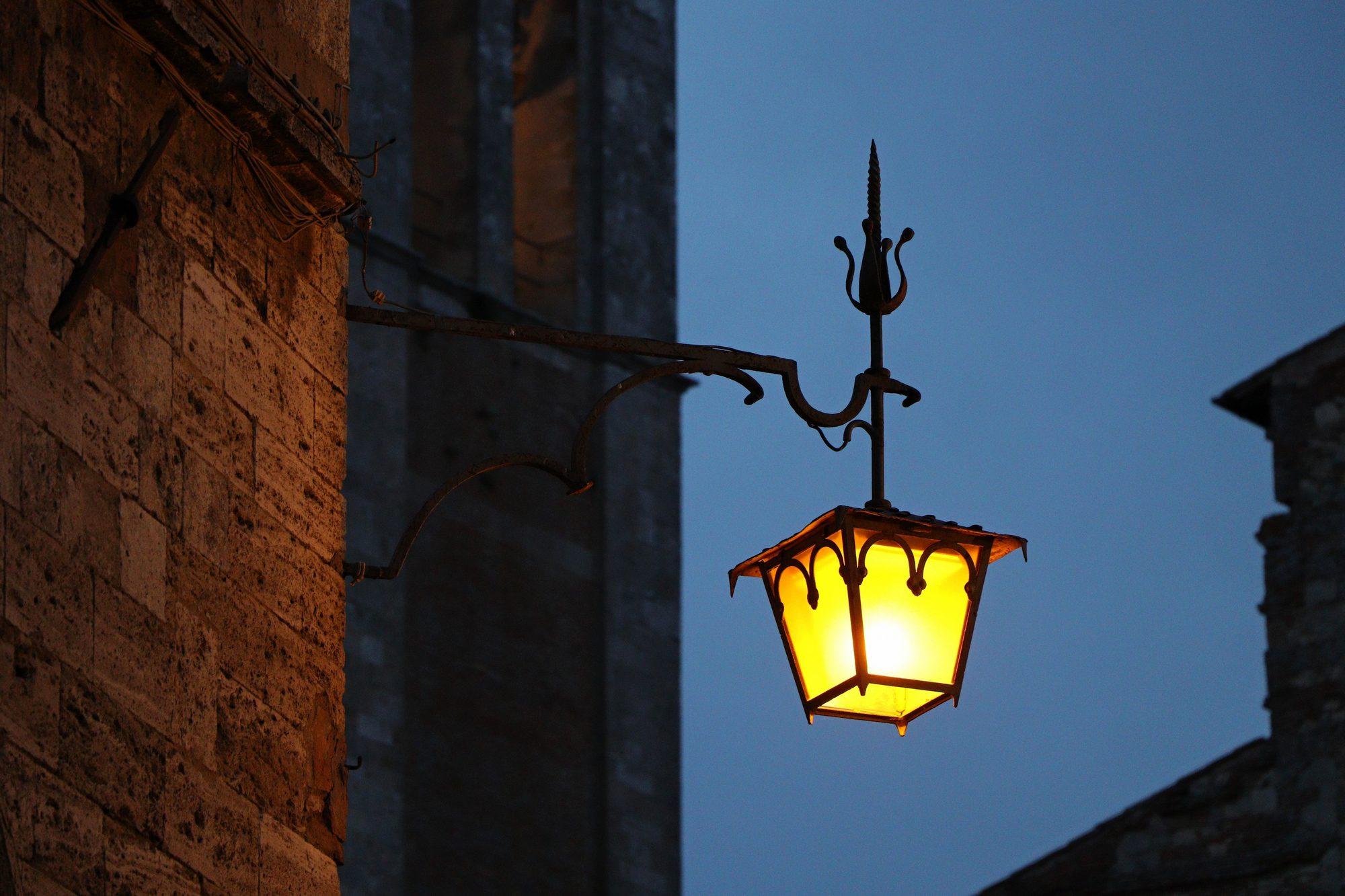 Laterne in Montepulciano in der Toskana Italien