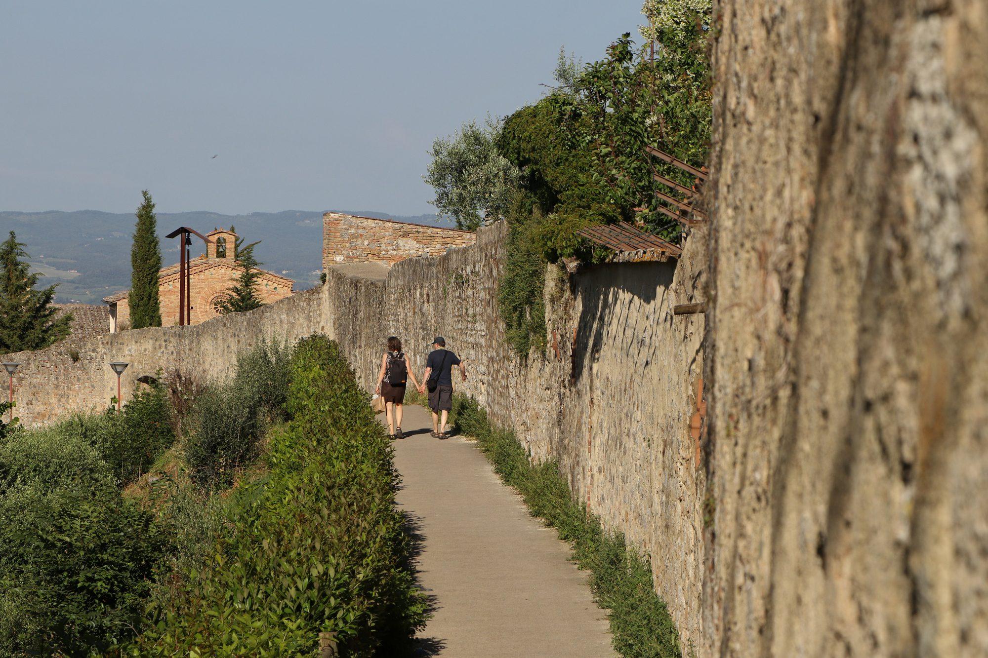 Stadtmauer von San Gimignano in der Toskana Italien