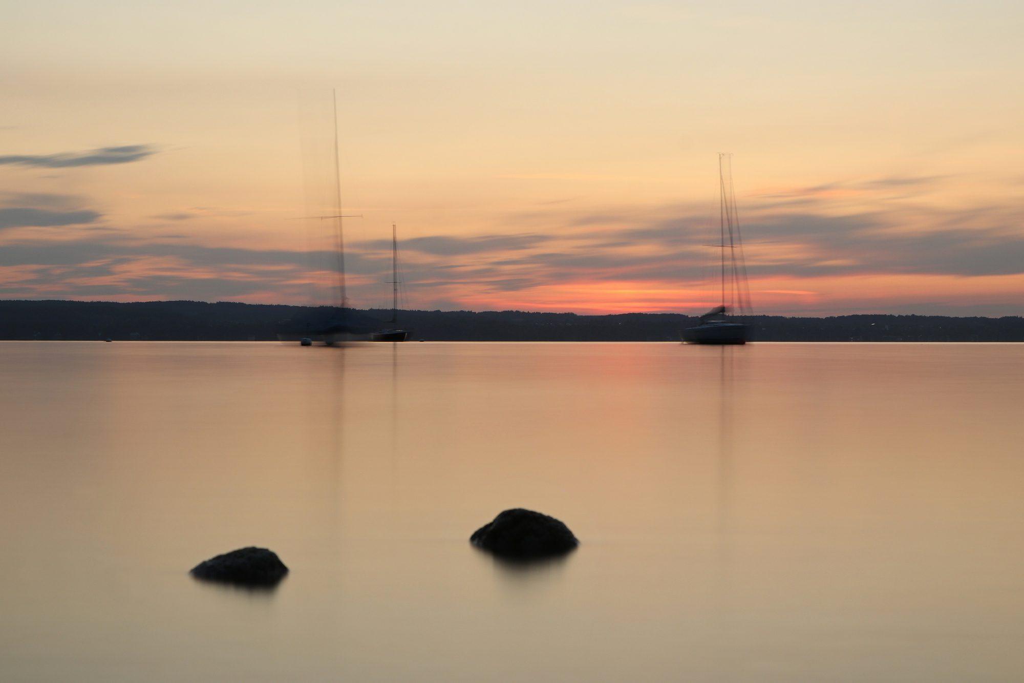 Langzeitbelichtung zum Sonnenuntergang am Ammersee