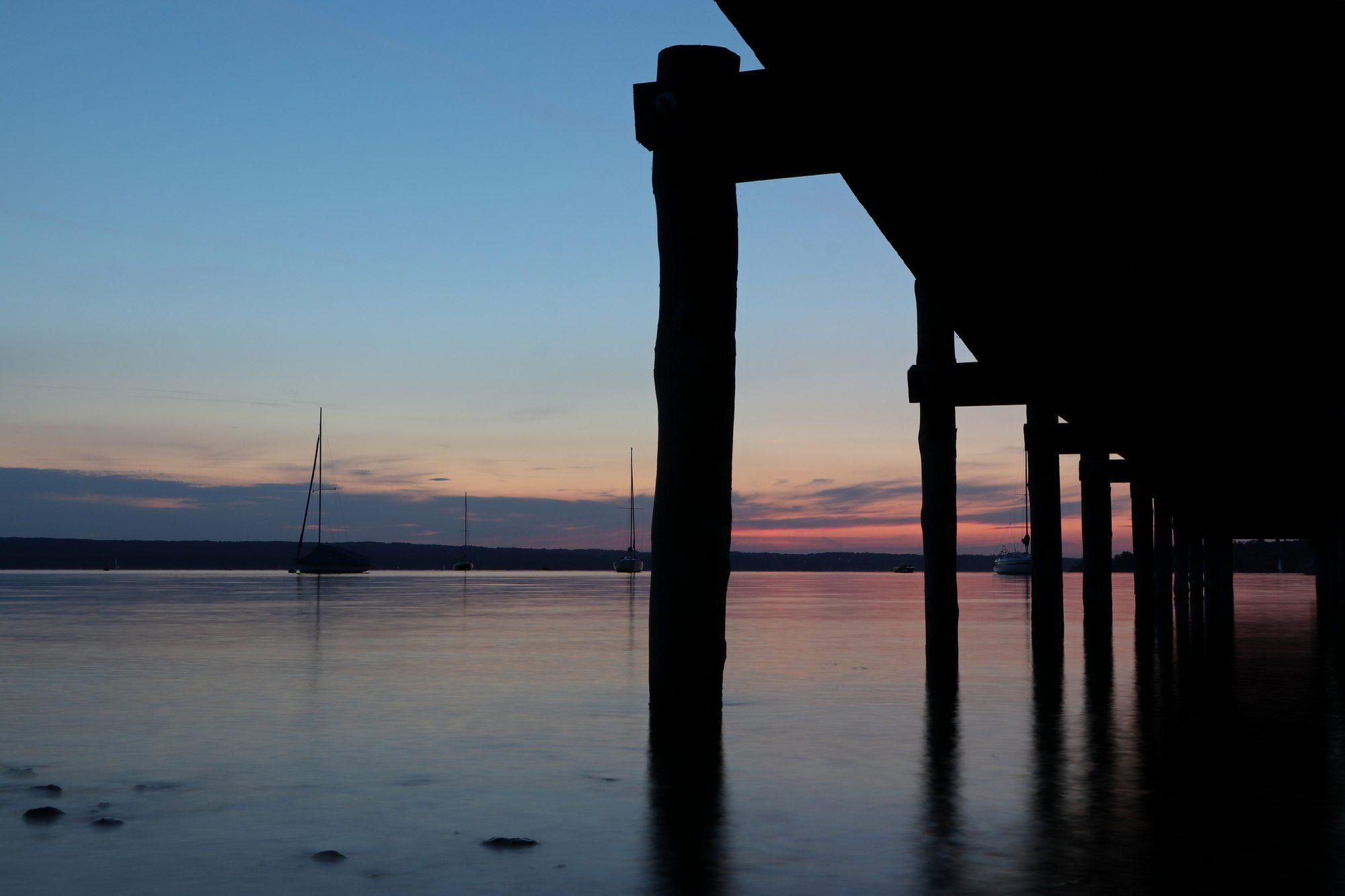 Steg im Sonnenuntergang in Herrsching am Ammersee