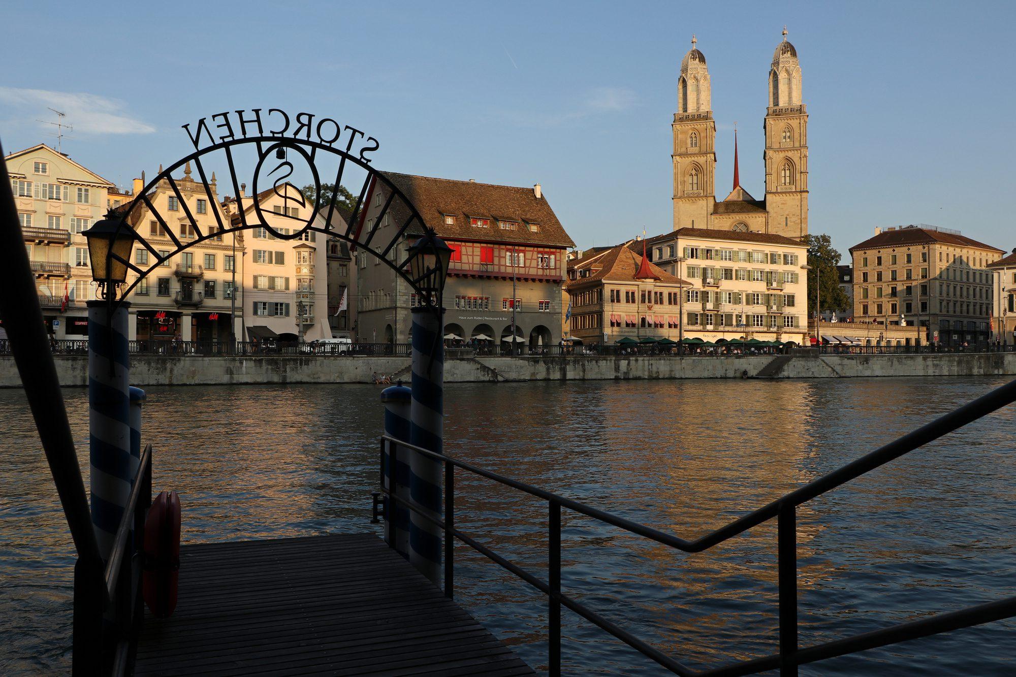 Die Limmat und das Großmünster Zürich