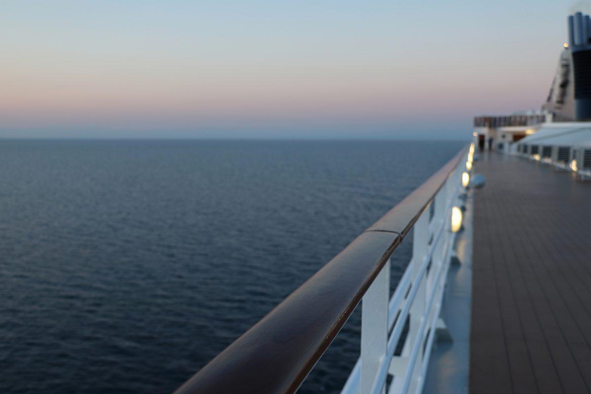Abendrot auf dem Meer Kreuzfahrt mit der MSC Opera