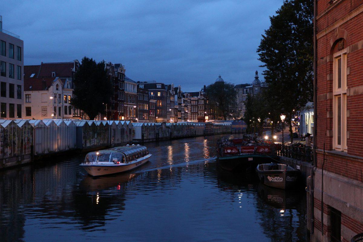 Amsterdam Blumenmarkt zur Blauen Stunde