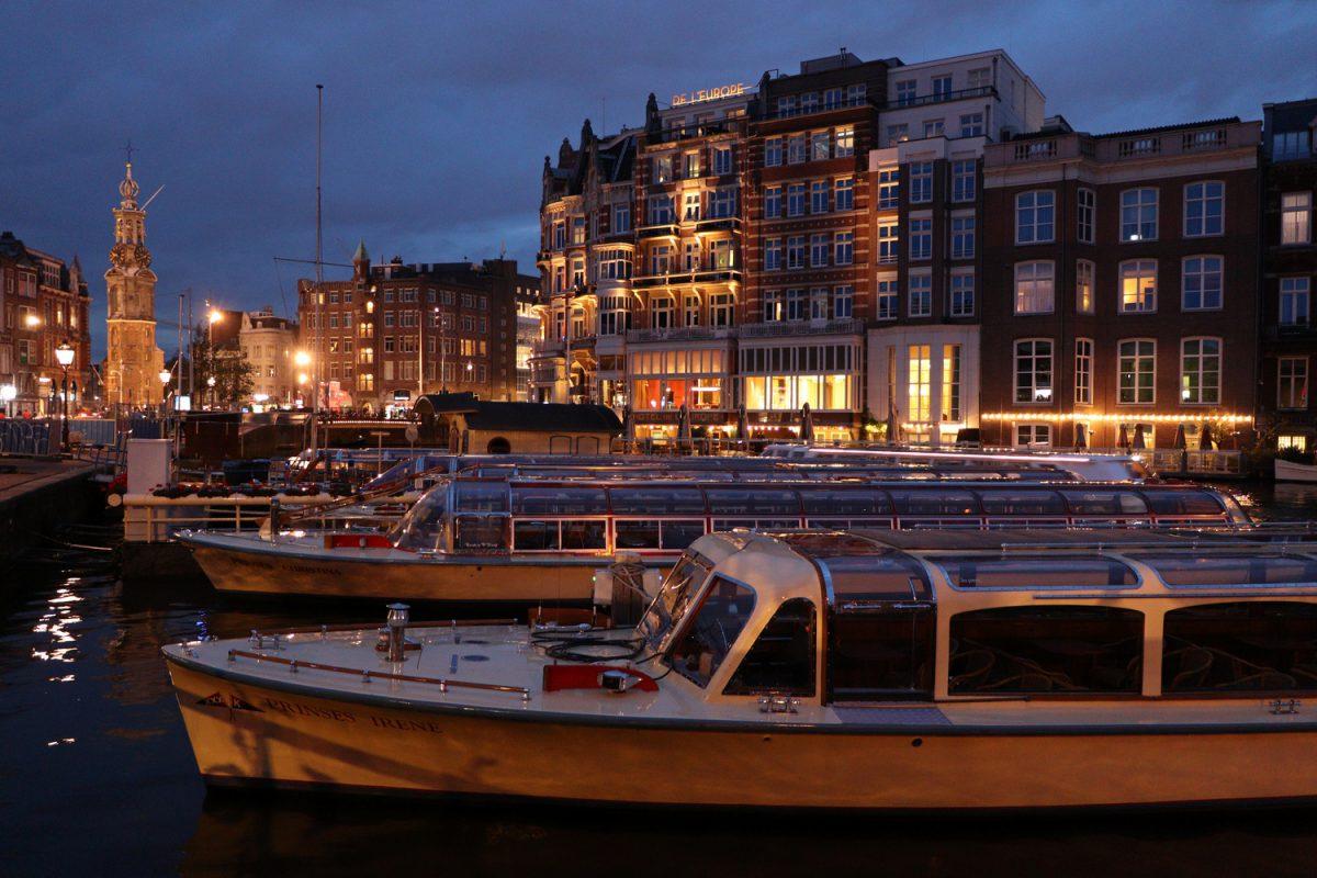 Der Munttoren in Amsterdam zur Blauen Stunde