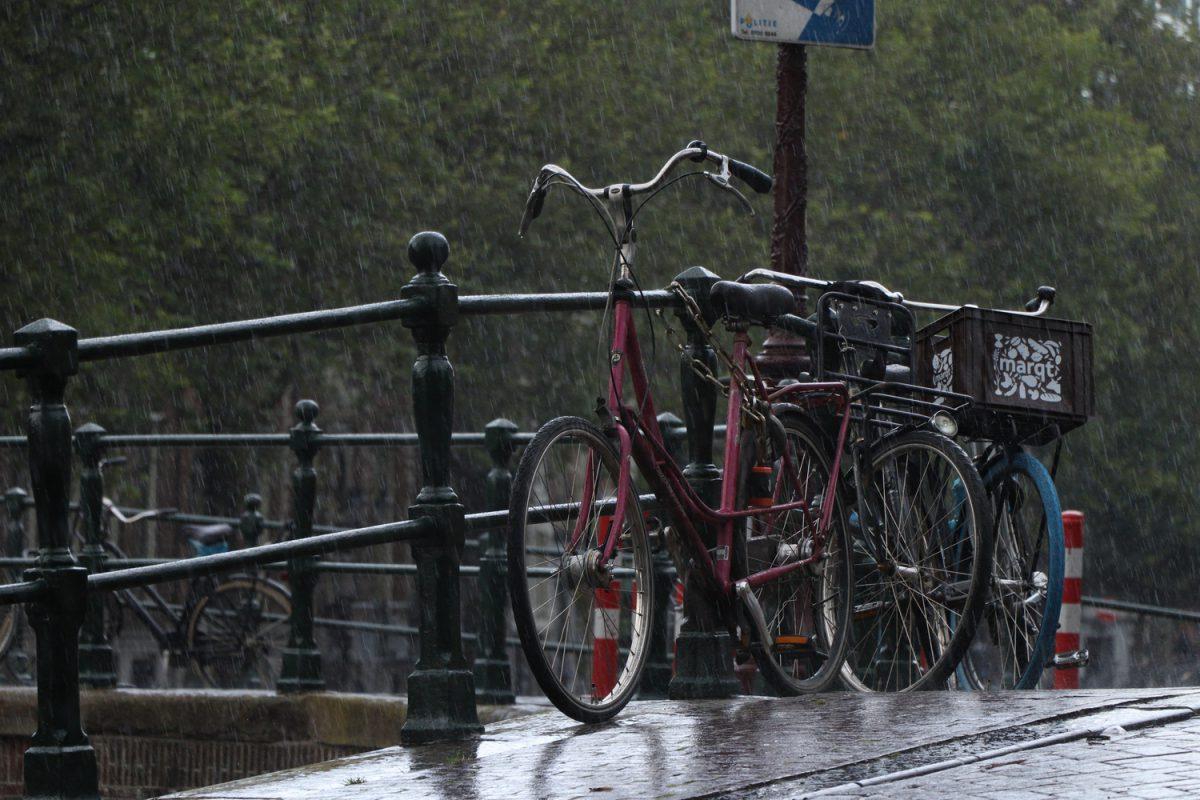 Amsterdam Fahrrad im Regen