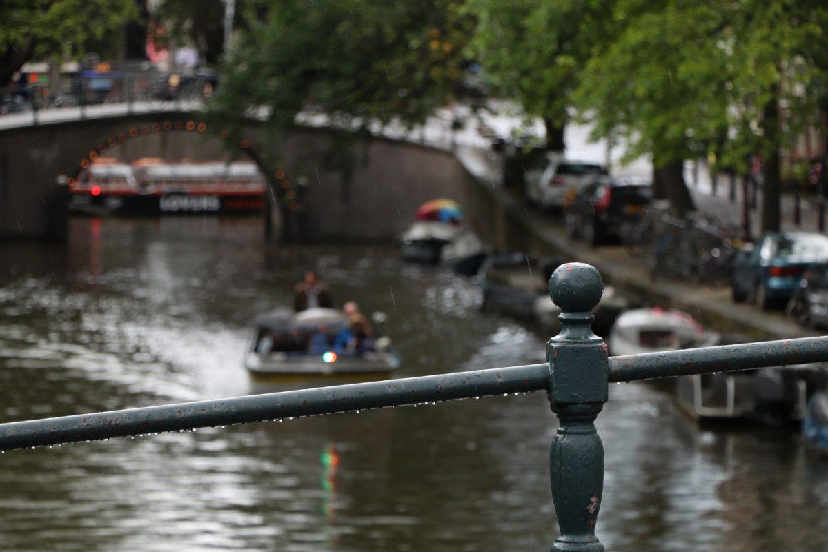 Amsterdam Gracht im Regen