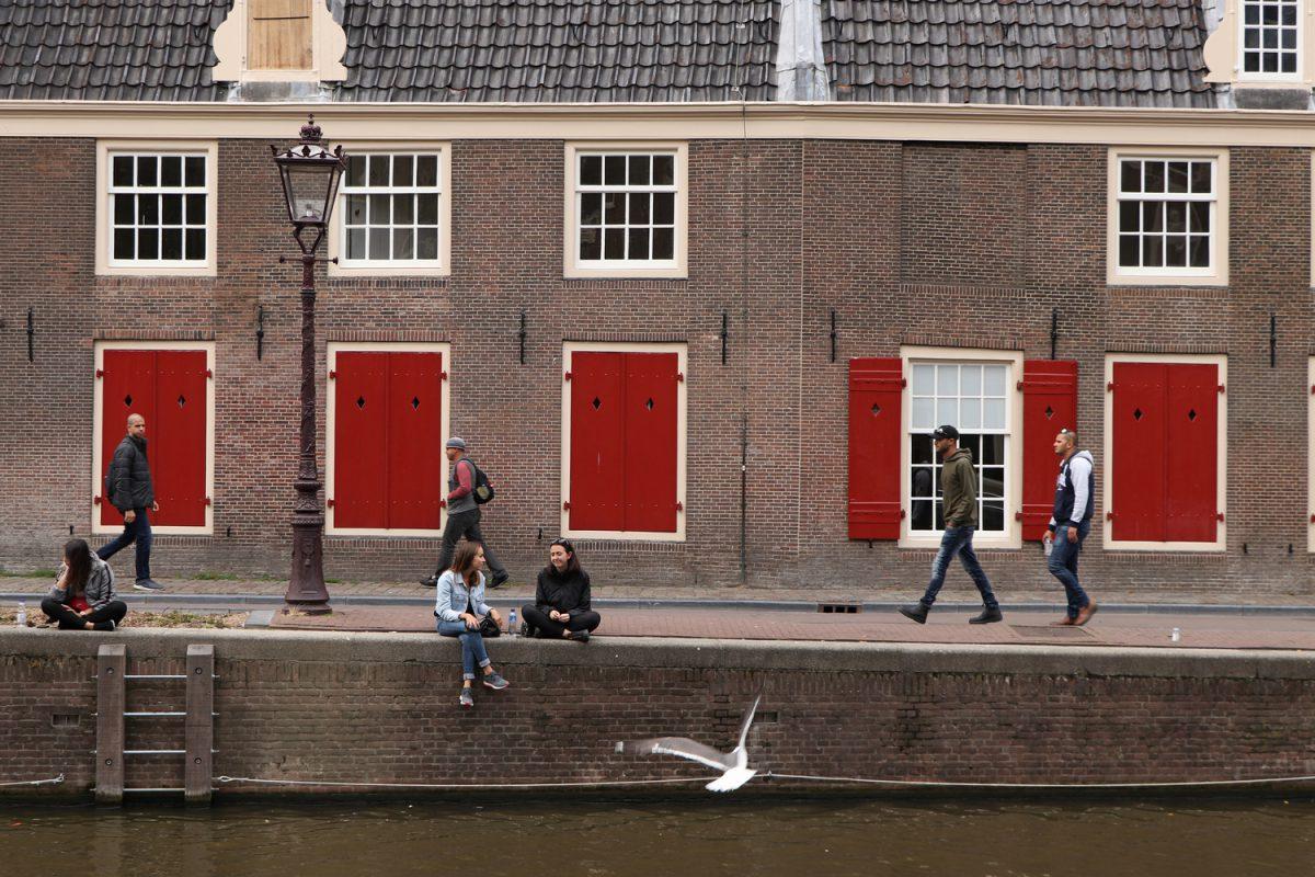 Amsterdam Gracht vor der Oude Kerk