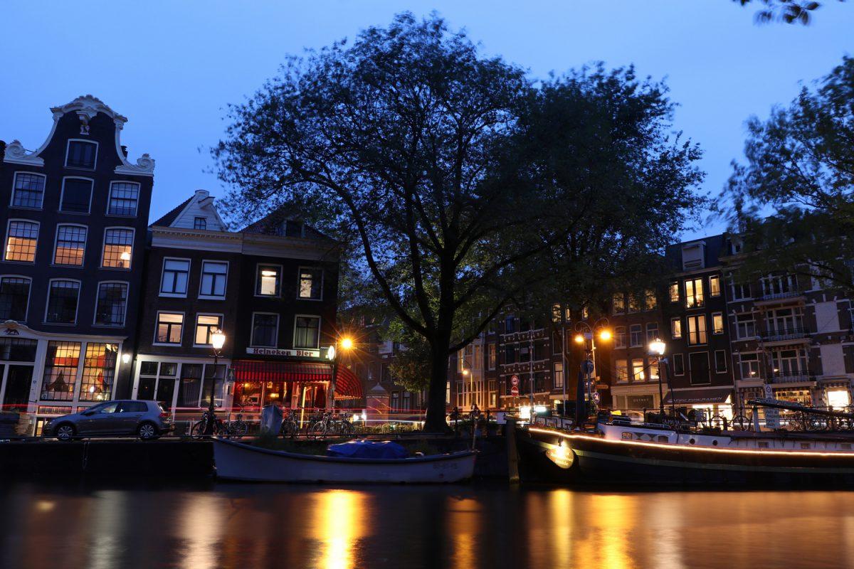 Amsterdam Gracht zur Blauen Stunde