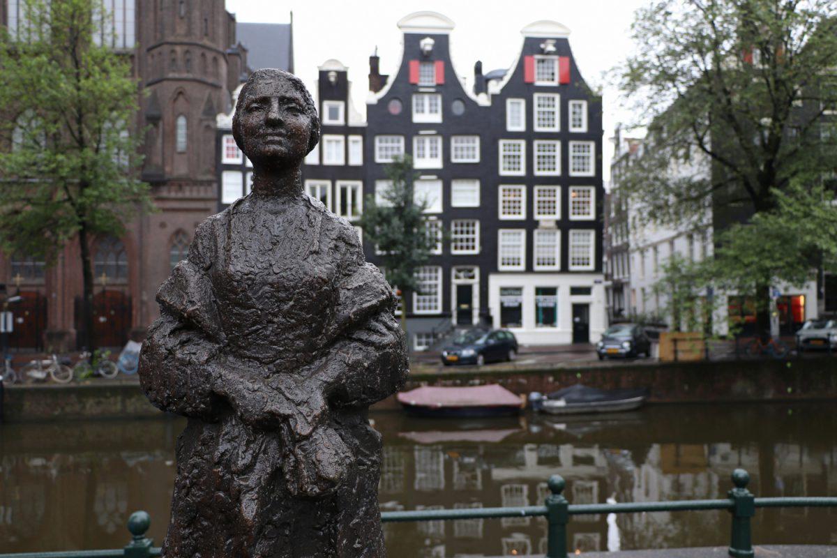 Amsterdam Statue an der Singel-Gracht