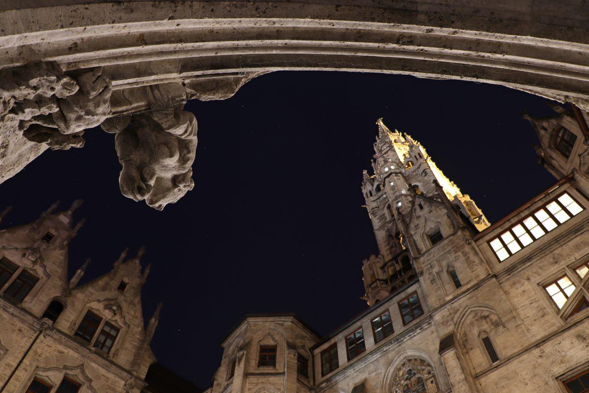 München Rathaus Innenhof Nachts